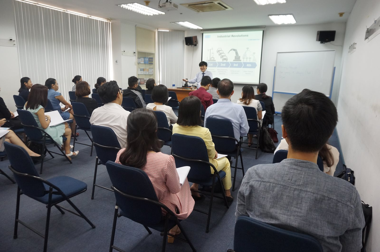HR SEMINAR INTERNATIONAL HUMAN RESOURCE MANAGEMENT: INDUSTRY 4.0 AFFECTING HUMAN RESOURCES MANAGEMENT